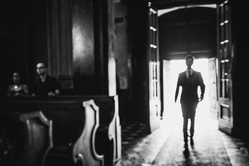 wejście pana młodego do kościoła