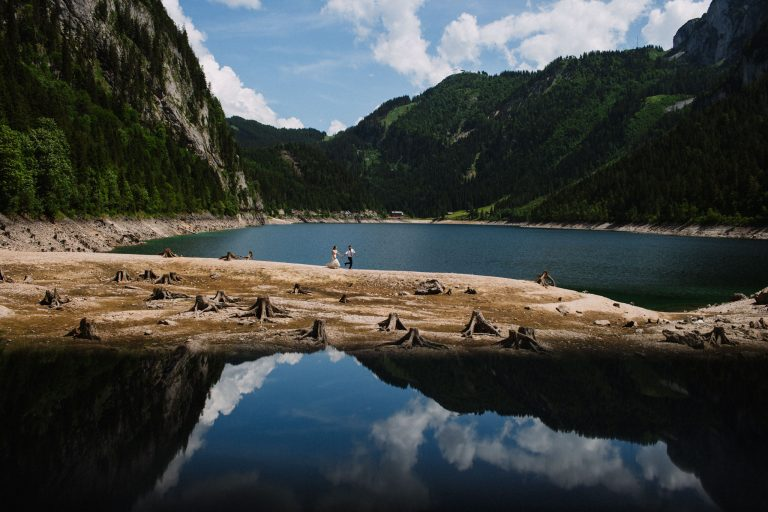 plener ślubny nad jeziorem